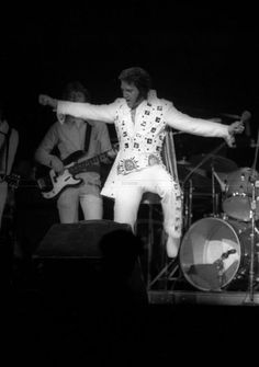 Elvis at Madison Square Garden - a fabulous photo!