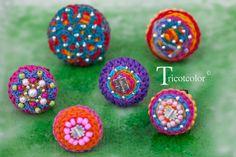 """Bague textile femme crochetée à la main """" Ronde de perles n°4 """" : Pins, badges par tricotcolor"""