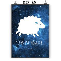 Poster DIN A5 Schaf aus Papier 160 Gramm  weiß - Das Original von Mr. & Mrs. Panda.  Jedes wunderschöne Motiv auf unseren Postern aus dem Hause Mr. & Mrs. Panda wird mit viel Liebe von Mrs. Panda handgezeichnet und entworfen.  Unsere Poster werden mit sehr hochwertigen Tinten gedruckt und sind 40 Jahre UV-Lichtbeständig und auch für Kinderzimmer absolut unbedenklich. Dein Poster wird sicher verpackt per Post geliefert.    Über unser Motiv Schaf  Schafe gehören zu den ältesten Haustieren der…