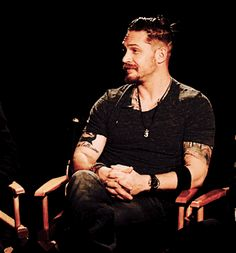 GIF: Tommy looking perfect -Interview on The Revenant - December 16, 2015 / TH0162