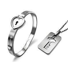 チタン鋼ステンレス鋼の恋人のジュエリーセット、 鍵穴心- 形状女性用バングル+キー四角いタグメンズペンダントネックレス