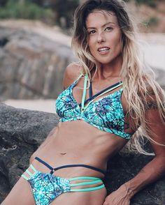 ♡ Vamos ter a ousadia de querer, de acreditar, de buscar e de conseguir a Vida como a gente deseja e merece ter. Somos feito de Luz e o nosso principal alimento é Luz, Amor. Bom Dia cheio de Luz e realizações! ♡ . . Esse biquíni todo iluminado é da @angorabiquinis 💚 #followthesun #coragem #Ser #Luz #amo #love #Be  #domeujeito #beach #instabeach #bikini #lifestyle #praia #mar #sea #mermaid #stone #roots #natural