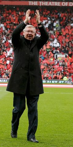 Sir Alex Ferguson walks out onto the Old Trafford pitch for the last time as boss. Eric Cantona, Football Fever, Sir Alex Ferguson, Premier League Champions, Soccer Coaching, Best Club, Manchester United Football, Soccer Stars, Old Trafford