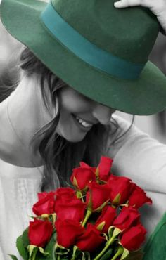 Stunning B&W photo gorgeous babe. Love the green hat and red roses. Splash Photography, Color Photography, Black And White Photography, Color Splash, Color Pop, Black And White Pictures, Black And White Colour, People Photography, Artistic Photography