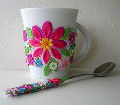 Je n'ai aucune idée de la technique utilisée mais c'est très joli, non ? / I don't know what's the technique used to decorate this mug but it's eye-catching, no ?