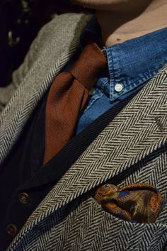 almost a little too much- but I like the use of the denim shirt here. (Denim shirt, tweed jacket, black vest, rust tie, paisley pocket square.) Men's Fashion, Fashion Moda, Fashion Gallery, Sharp Dressed Man, Well Dressed Men, Work Shirts, Herringbone Blazer, Masculine Style, Dresscode