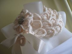 Lacy scarf collar