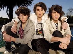 Nick Jonas, Kevin Jonas, & Joe Jonas. 2007? or 2008?