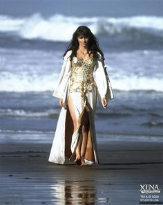 Xena (but I do not remember this scene) This is where she lost her memory due to the gold ring, and was going to marry a viking king, but got banished. and went to go save Gabrielle from the eternal flame Lucy Lawless, Divas, Xena Warrior Princess, Princess Photo, Costume Design, Celebrity Crush, Celebrity Women, Celebs, Cosplay