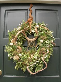Spring-wreath-in-the-front-door. × Spring-wreath-in-the-front-door. Wreaths And Garlands, Door Wreaths, Grapevine Wreath, Diy Crafts How To Make, How To Make Wreaths, Easter Wreaths, Holiday Wreaths, Christmas Planning, Hoppy Easter