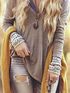 Comfy and casual boho layers for the cooler months. Love this sweater. Comfy and casual boho layers for the cooler months. Love this sweater. Bohemian Fall Outfits, Boho Fashion Fall, Fall Fashion Trends, Autumn Winter Fashion, Womens Fashion, Fall Trends, Bohemian Fashion, 70s Fashion, Fashion 2020