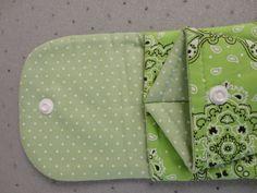 Bolsinha porta alicate, confeccionada em tecido 100% algodão.. <br>As imagens com os acessórios são meramente ilustrativas. <br>Prática para levar seu próprio material à manicure..