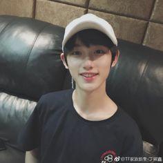 Korean Boys Ulzzang, Cute Korean Boys, Ulzzang Couple, Ulzzang Boy, Asian Boys, Asian Girl, Pretty Boys, Cute Boys, Aesthetic Boy