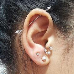 New Piercing Tragus E Transversal Ideas Daith Piercing, Piercing Tattoo, Ear Jewelry, Rose Gold Jewelry, Fine Jewelry, Jewellery, Gold Hoop Earrings, Statement Earrings, Stud Earrings