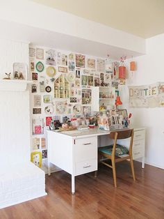 A lovely and wonderfull wall of inspiring bits and bobs, such a dreamy and inspiring workspace! ♥
