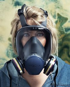 Gas Mask Girl, Respirator Mask, Facebook Image, Snorkeling, Firefighter, Outfit Of The Day, Helmet, Jackets For Women, Gas Masks