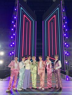Vlive Bts, Bts Taehyung, Bts Bangtan Boy, Namjoon, Jimin Jungkook, Foto Bts, K Pop, Bts Group Picture, Bts Group Photos