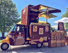 """Rediscover the simple and tasty dishes of Italy's traditional """"cucina"""", while taking into account seasonality, product quality, and territory. This is the magic you can taste thanks to The Farmers. Coffee Carts, Coffee Shop, Mobile Cafe, Piaggio Ape, Food Vans, Meals On Wheels, Coffee Business, Food Truck Design, Street Marketing"""