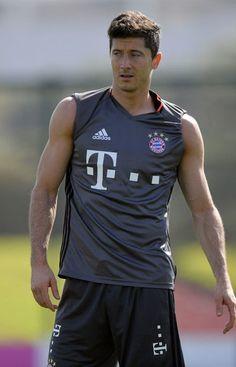 Soccer Players, Football Soccer, Fc Bayern Munich, Robert Lewandowski, Sports Celebrities, International Football, Messi, Rugby, Cute Boys