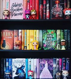 Books and their pop characters I Love Books, Books To Read, My Books, Bookshelf Inspiration, Room Deco, Book Aesthetic, World Of Books, Shelfie, Book Fandoms