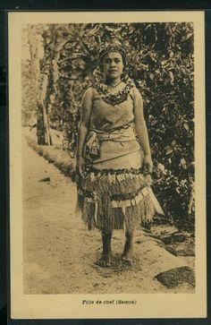 Daughter of a Samoan chief. Published by Soeurs Missionnaires de la Société de Marie. Unused postcard.