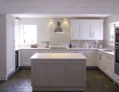 New kitchen colors schemes grey farrow ball Ideas Kitchen Cabinets Farrow And Ball, Backsplash For White Cabinets, Painting Kitchen Cabinets, Two Tone Kitchen, Stone Kitchen, New Kitchen, Kitchen Grey, Kitchen Colour Schemes, Kitchen Paint Colors