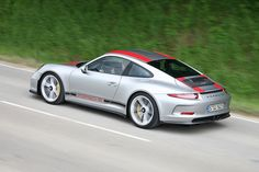 Porsche 911 R (2016): Rapport de conduite grey and red stripes