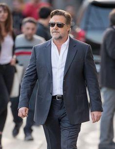 Russell Crowe Photos - Russell Crowe is seen at Jimmy Kimmel Live on May - Russell Crowe at Jimmy Kimmel Live Gladiator Movie, Taika Waititi, Isla Fisher, Russell Crowe, Jimmy Kimmel Live, Stephen Amell, Chloe Grace Moretz, Brad Pitt, Chris Hemsworth