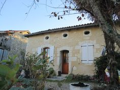 Leggett: French Property - Price: € 66000 Property in Aquitaine Dordogne Perfect character stone house with 3 bedrooms and in very good condition. Property Prices, Property For Sale, French Houses, Concrete Building, French Property, Buildings, Bedrooms, Real Estate, Stone