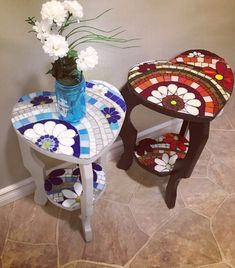 Two repurposed tables by Linda Mosaic Diy, Mosaic Glass, Stained Glass, Glass Art, Mosaic Furniture, Diy Furniture, Arts And Crafts, Diy Crafts, Homemade Candles