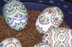 Egg Shell Art, Paint Drop, Christmas Embroidery Patterns, Egg Designs, Faberge Eggs, Egg Art, Egg Decorating, Egg Shells, Dot Painting