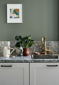 Photography by Riikka Kantinkoski for the green home book Kitchen Pantry, New Kitchen, Kitchen Dining, Kitchen Cabinets, Interior Design Kitchen, Modern Interior Design, Interior Decorating, Classic Kitchen, Kitchen Styling