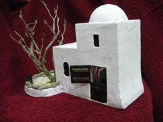 He fabricado varios modelos diferentes de casitas para belenes, totalmente artesanales. Para su elaboración he usado cartón, yeso, madera y ... Mermaid Man, Art Village, Tabletop Games, Home Art, Ideas Para, Christmas Decorations, Xmas, Halloween, Crafts