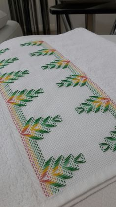 Miriam Perez's media content and analytics Swedish Embroidery, Baby Embroidery, Cross Stitch Embroidery, Embroidery Designs, Broderie Bargello, Bargello Quilts, Cat Cross Stitches, Cross Stitch Patterns, Free Swedish Weaving Patterns