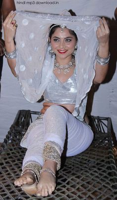Sonalee Kulkarni Desi Girl Image, Girls Image, Sonalee Kulkarni, Beauty Women, Women's Beauty, India Beauty, Indian Girls, Indian Art, Indian Actresses