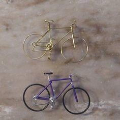 Vélo Hollandais Miniature / Dutch bike in aluminium wire Dutch Bike, Miniature Crafts, Classic Bikes, Etsy App, Miniture Things, Wire Art, Yarn Colors, Trumpet, Wicker Baskets
