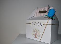 Preparamos cajas personalizadas, para niño o niña, a medida con diversos productos de nuestra tienda. El precio mínimo para realizarlo en caja, y con una rosa en goma eva de regalo, es de 35€. Ponte en contacto con nosotros mediante un email a info@decoraconideas.com. Entra en http://www.idea.decoraconideas.com/