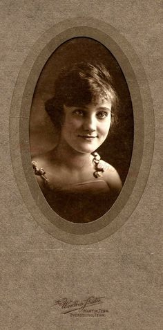This lovely lady is a mystery woman.  She's just one of the many photo's from Moran Place.  The photographers mark is The Wootton Studio, Martin and Dyersburg TN.  Friend?  Family?  Maybe someone will recognize her and end the mystery.