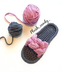 ТРИКОТАЖНАЯ ПРЯЖА | КЛУБКИ ТУТ | ВЯЗАНИЕ | МК Crochet Sandals, Knitted Slippers, Crochet Slippers, Knitted Bags, Crochet Designs, Crochet Patterns, Crochet Stitches, Knit Crochet, Crochet Slipper Pattern