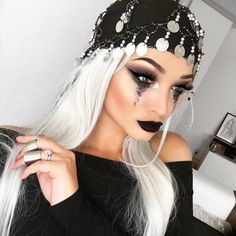 Looking for for ideas for your Halloween make-up? Browse around this site for perfect Halloween makeup looks. Halloween Inspo, Fete Halloween, Halloween Makeup Looks, Halloween 2017, Halloween Outfits, Gypsy Halloween Costumes, Voodoo Halloween Makeup, Voodoo Makeup, Skeleton Costumes