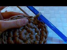 ▶ Aufbewahrungskorb aus Zpagetti - YouTube Korb für Newbornfotografie häkeln wie hier :http://de.dawanda.com/product/48211734-Haengekorb-Fotografie-prop