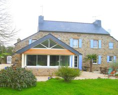 Extension, agrandissement maison Brest et Finistère (29) Brest, Architecture, Shed, Outdoor Structures, Cabin, House Styles, Home Decor, Grand Opening, Bay Windows