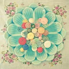 Nostalgia. Our old Japanese Daisy 21cm dishes we sold in the early noughties - with buttons.