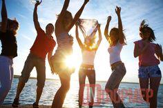 В этот день молодёжь Севастополя будет орать во всё горло http://ruinformer.com/page/v-etot-den-molodjozh-sevastopolja-budet-orat-vo-vsjo-gorlo  26 июня 2016 года с 18 до 20 часов в Севастополе на набережной Корнилова (напротив памятника Кораблям эскадры), в рамках празднования Всероссийского дня молодежи, состоится фестиваль творческой молодежи «Молодежь FM ». Организатором мероприятия выступает Управление по делам молодежи и спорта города Севастополя.Впервые в Севастополе, на трёх…