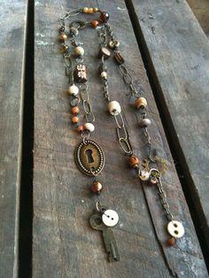 Key and key hole Key Jewelry, Tribal Jewelry, Metal Jewelry, Jewelry Crafts, Jewelry Art, Beaded Jewelry, Jewelery, Vintage Jewelry, Jewelry Necklaces