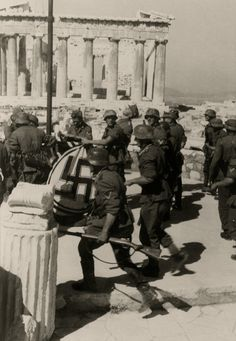 Wehrmacht troops raising the flag at the Acropolis, Athens, April German Soldiers Ww2, German Army, Greek History, Total War, Luftwaffe, Military History, World War Two, Historical Photos, Wwii