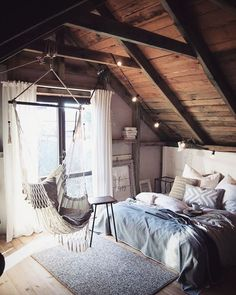 Why attic bedrooms are so cool? Today we share attic bedrooms full of beauty, we are sure that you'll want them as master bedrooms in your home. Dream Rooms, Dream Bedroom, Home Bedroom, Bedroom Small, Small Rooms, Hammock In Bedroom, Trendy Bedroom, Bedroom Loft, Bedroom Swing Chair