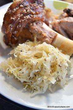 Ciolan de porc la cuptor cu varza acra Savori urbane (17)