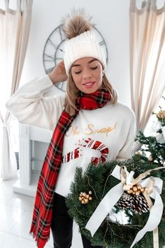 Christmas Jumper Edit - die schönsten Weihnachtspullover - My Philocaly Classy Outfits, Chic Outfits, New Years Eve Outfits, Christmas Jumpers, Festival Outfits, Casual Chic, Christmas Wreaths, Winter Hats, Sequins