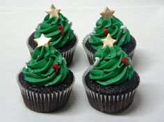 Lots of decorating ideas for Christmas Tree Cupcakes